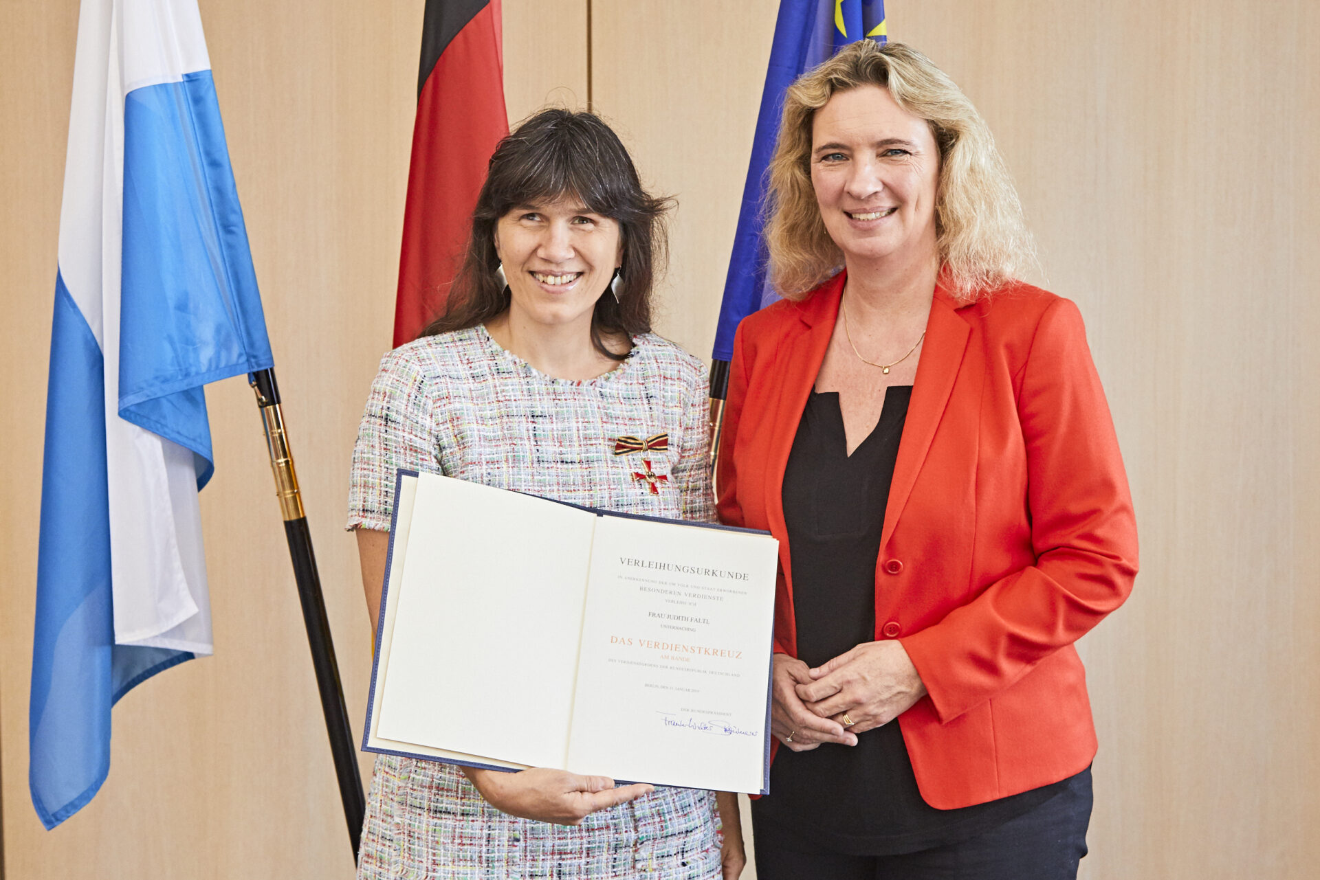 Übergabe Bundesverdienstkreuz Judith Faltl, Kerstin Schreyer