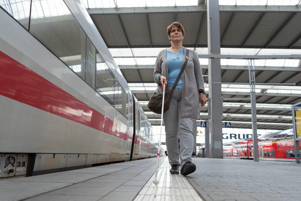 Blindenleitsystem-Bodenindikatoren-Bahnhof